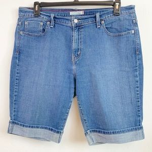 Woman's Levi 515 denim Cuffed Bermuda shorts Sz 14